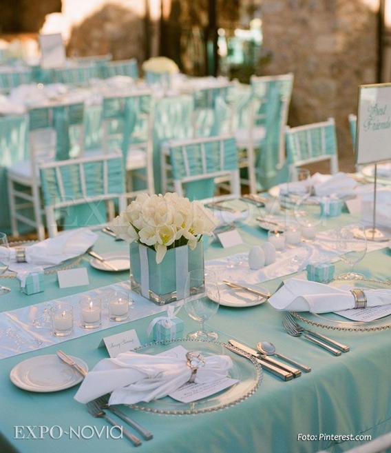 Inspiraci n azul tiffany para boda exponovia for Decoracion de sillas para 15