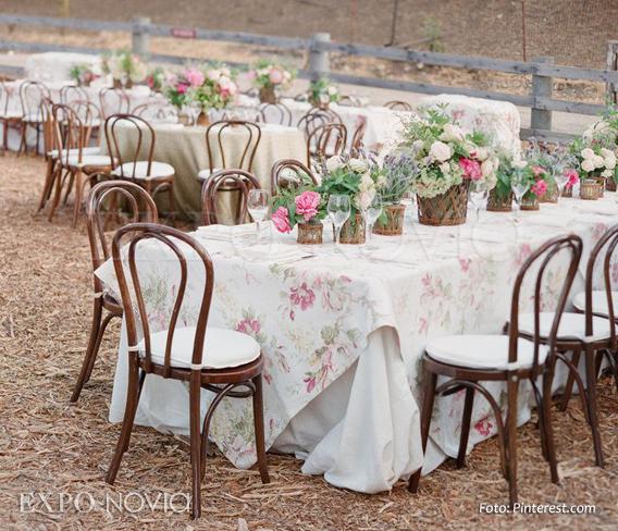Estilos de montaje para boda exponovia for Manteles de mesa cuadrada